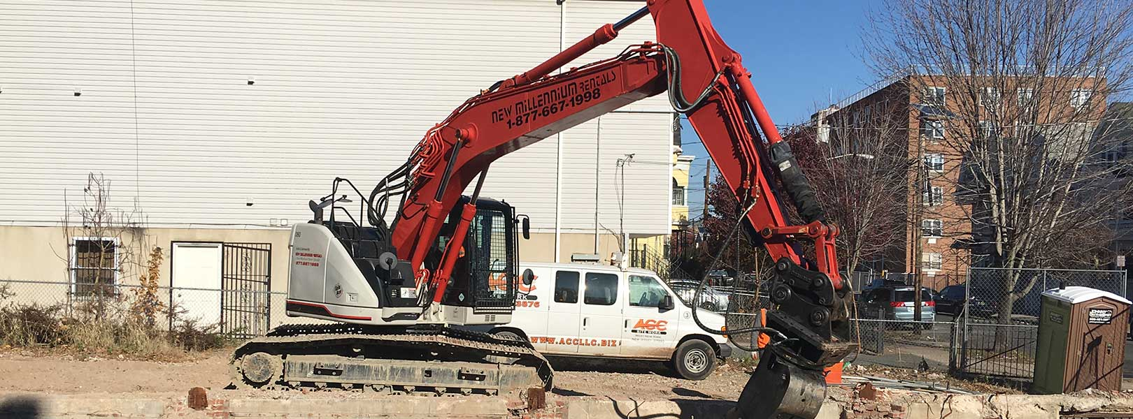 Linkbelt excavator with shear